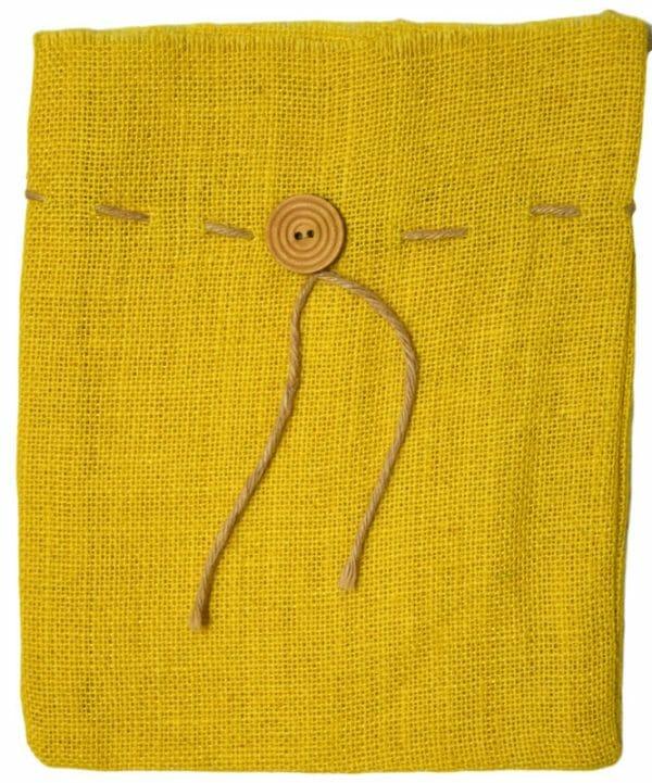 Žlutý jutový pytlík s knoflíkem